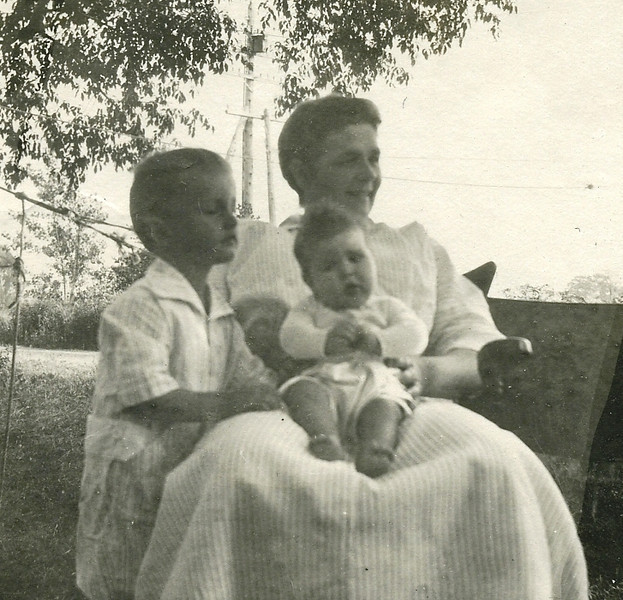 Helen, Bill & mother 1916125.jpg