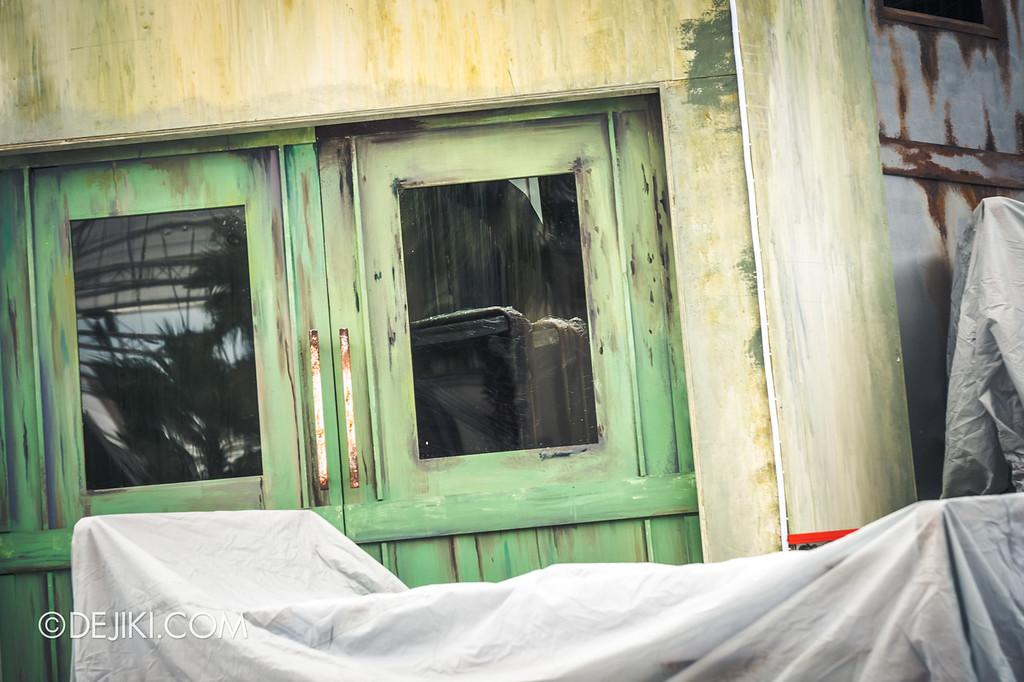 Universal Studios Singapore Halloween Horror Nights 8 / Infinite Fear opening scaremony ward window