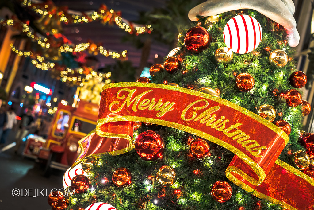 Universal Studios Singapore - A Universal Christmas event 2017 / Trees at Hollywood