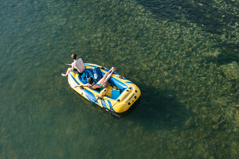Two people on an inflatable boat on Limmat river
