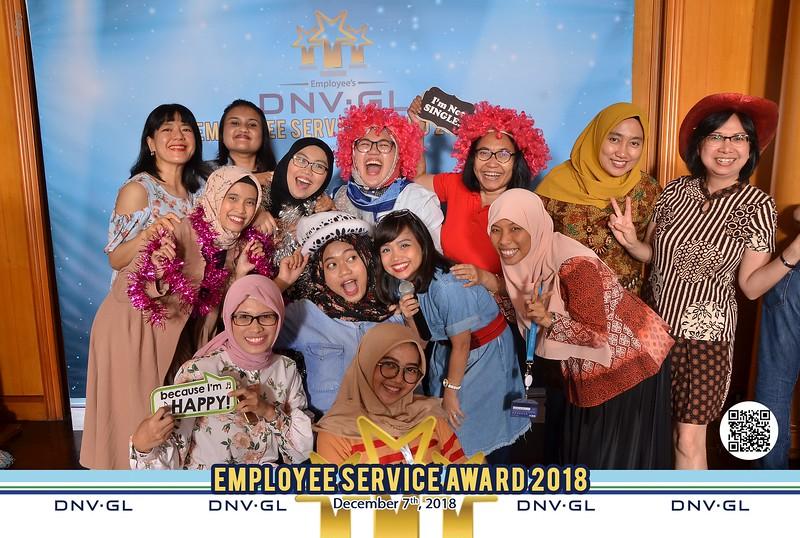 181207_Employee_NK1_6800.jpg