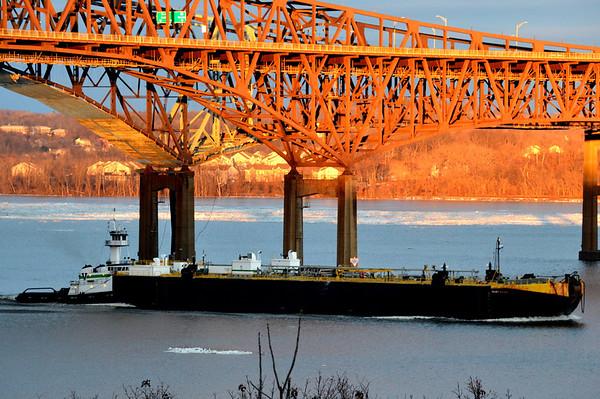 Vanes Brothers Chesapeke / DBL 508 1/6/14 17:18nhd hrs Newburgh Beacon Bridge Golden Hour