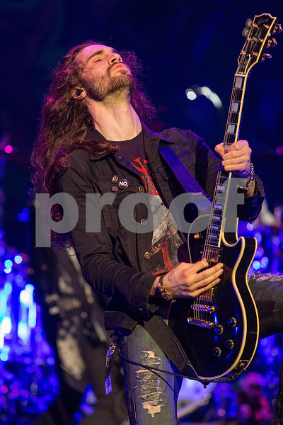 Slash Featuring Myles Kennedy And The Conspirators in Concert - Los Angeles, Calif