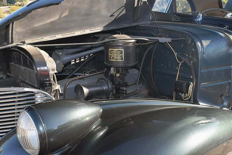 Chevrolet 1939 Master Deluxe Business Coupe engine ft lf.JPG