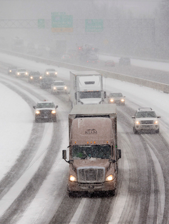 . Traffic makes it way north along Interstate 95 as snow begins to fall in Ashland, Va., Friday, Jan. 22, 2016. Portions of Virginia are under a blizzard warning. (AP Photo/Steve Helber)