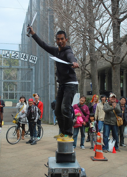 A street performer in Ueno Park