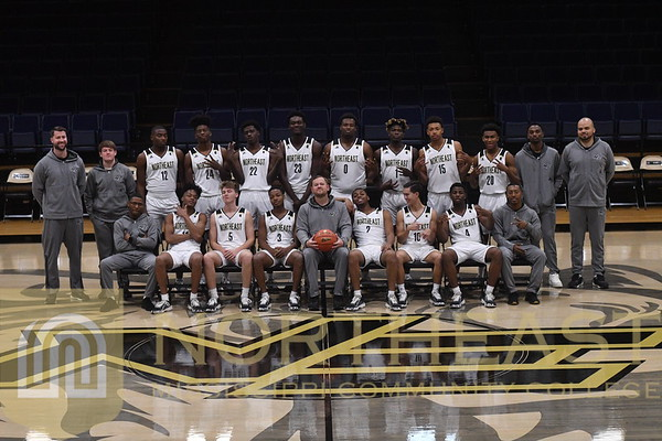 2019-11-04 MBB Men's Team Photo - Relaxed