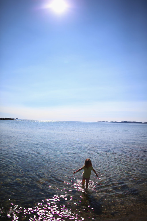 . A child cools off in the cold water on a warm summer day on July 28, 2013 in Nuuk, Greenland.  (Photo by Joe Raedle/Getty Images)