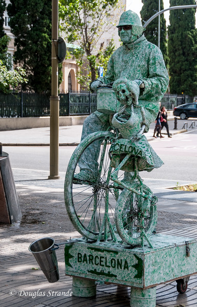 Barcelona: human statue on Las Ramblas