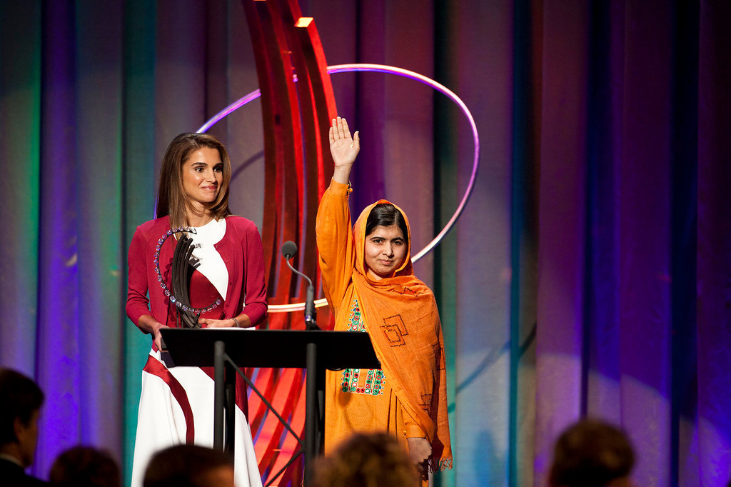 . Queen of Jordan, Rania Al Abdullah (L), awards The Leadership in Civil Society to Malala Yousafzai, at the Clinton Global Citizen Award ceremony on September 25, 2013 in New York City. Timed to coincide with the United Nations General Assembly, CGI brings together heads of state, CEOs, philanthropists and others to help find solutions to the world\'s major problems.  (Photo by Ramin Talaie/Getty Images)