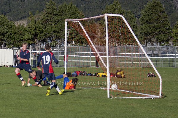 20150509 Football - U15A HIBS v Tawa College _MG_0658 WM