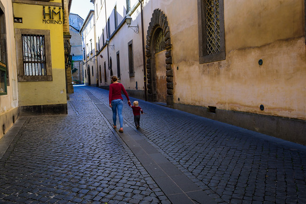 Gabbie and Tommy walking the streets of Orvieto