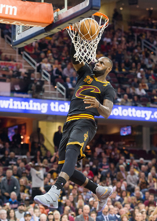 . Cleveland Cavaliers\' LeBron James  dunks against the New York Knicks during the first half a basketball game in Cleveland, Tuesday, Oct. 25, 2016. (AP Photo/Phil Long)