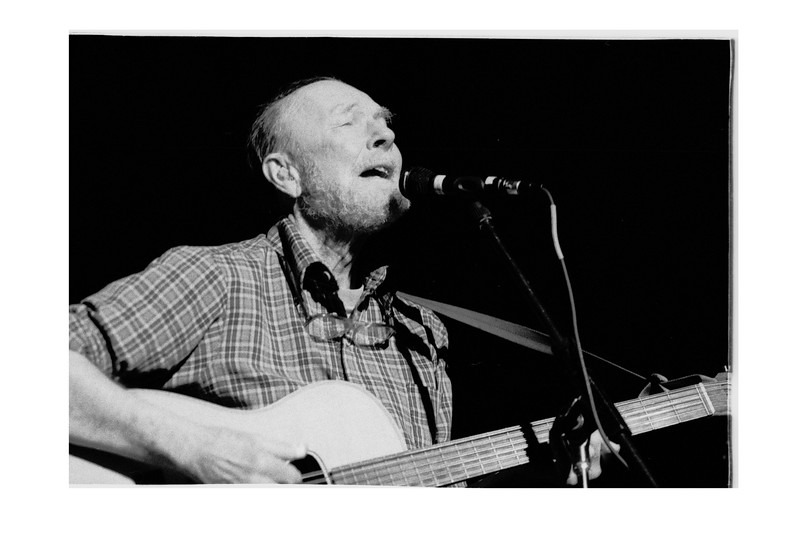 Pete Seeger at Chicago's Peoples Church 2