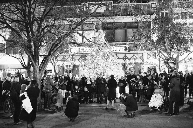 MD Lincoln Square Caroling Soirre 2014-21.jpg