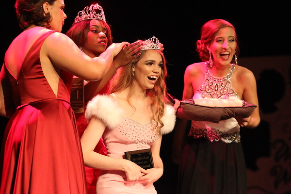 Finale & Crowning