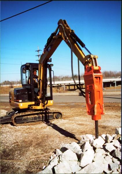 NPK E203 hydraulic hammer on Cat mini excavator - Oakleaf Rd (2).JPG