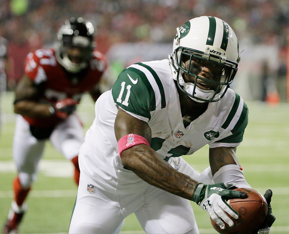 . New York Jets wide receiver Jeremy Kerley (11) stretches for the end zone for a touchdown against Atlanta Falcons cornerback Robert McClain (27) during the first half of an NFL football game, Monday, Oct. 7, 2013, in Atlanta. (AP Photo/David Goldman)