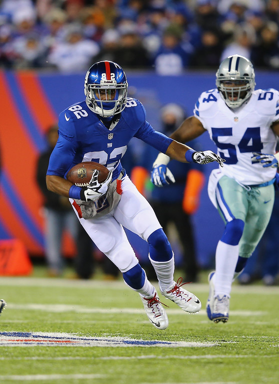 . Rueben Randle #82 of the New York Giants runs after a catch against the Dallas Cowboys during their game at MetLife Stadium on November 24, 2013 in East Rutherford, New Jersey.  (Photo by Al Bello/Getty Images)