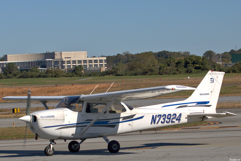 Cessna 172N Skyhawk  C/n 17267748   N73924 Dekalb Peachtree (KPDK), Ga, 11/16/2020, Arriving from Barrow County (KWDR)  This work is licensed under a Creative Commons Attribution- NonCommercial 4.0 International License.