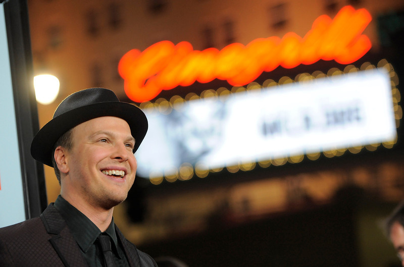 """. Singer Gavin DeGraw, who performs on the soundtrack of \""""Safe Haven,\"""" poses at the U.S. premiere of the film, Tuesday, Feb. 5, 2013, in the Hollywood section of Los Angeles. (Photo by Chris Pizzello/Invision/AP)"""
