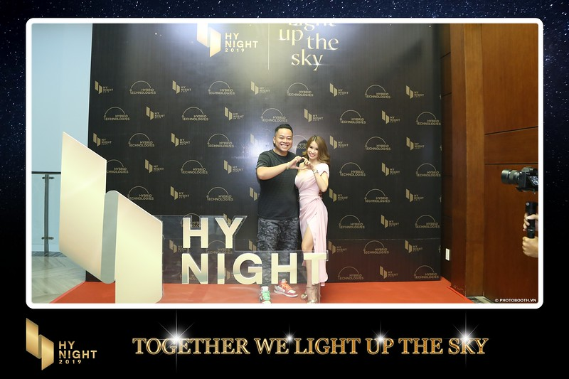 Buzz-Comm-Year-End-Party-instant-print-photo-booth-at-New-World-Saigon-Chup-hinh-lay-lien-Tat-nien-WefieBox-Photobooth-Vietnam-024.jpg