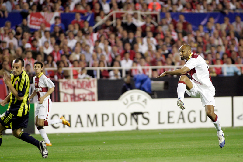 Kanoute shooting onto goal. UEFA Champions League first knockout round game (second leg) between Sevilla FC (Seville, Spain) and Fenerbahce (Istambul, Turkey), Sanchez Pizjuan stadium, Seville, Spain, 04 March 2008.