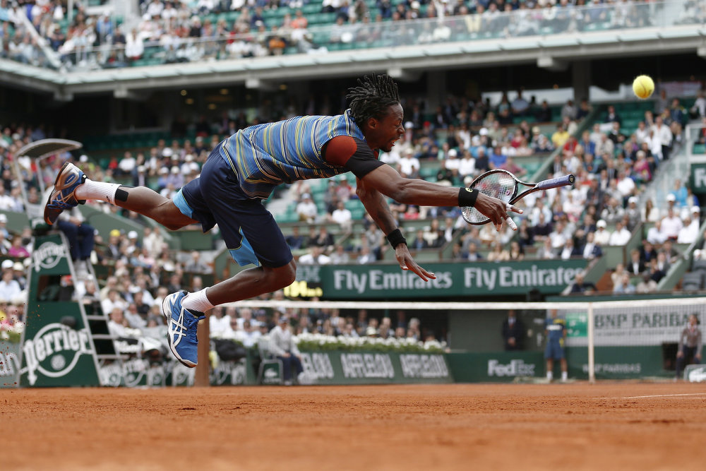 . France\'s Gael Monfils dives in a try to return to Czech Republic\'s Tomas Berdych during their French Tennis Open first round match at the Roland Garros stadium in Paris, on May 27,  2013.  THOMAS COEX/AFP/Getty Images