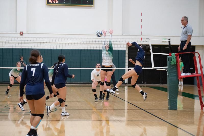 W-Volleyball-2018-10-03-6448.jpg