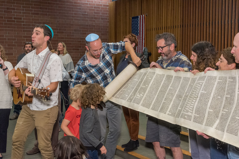 Simchat Torah-363.jpg