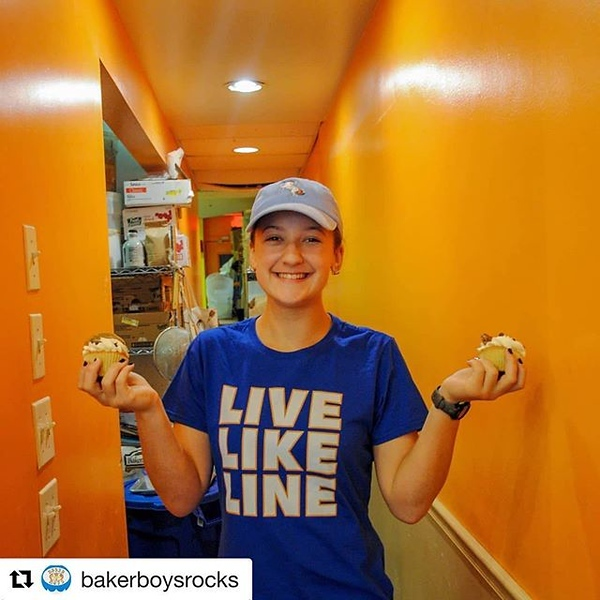 #Repost @bakerboysrocks ・・・ According to the physcians here at Baker Boys, a cupcake in each hand constitutes a balanced diet. Especially if they're chocolate chip cookie dough cupcakes. #eatlocal #bakerboysrocks #bakery #bakerboys #cupcakes #yummy #delic