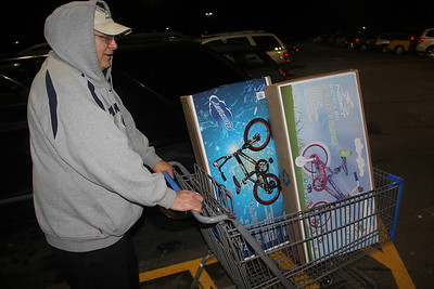Guy Who Donated Bicycles to Salvation Army, WalMart, Hometown (11-28-2013)