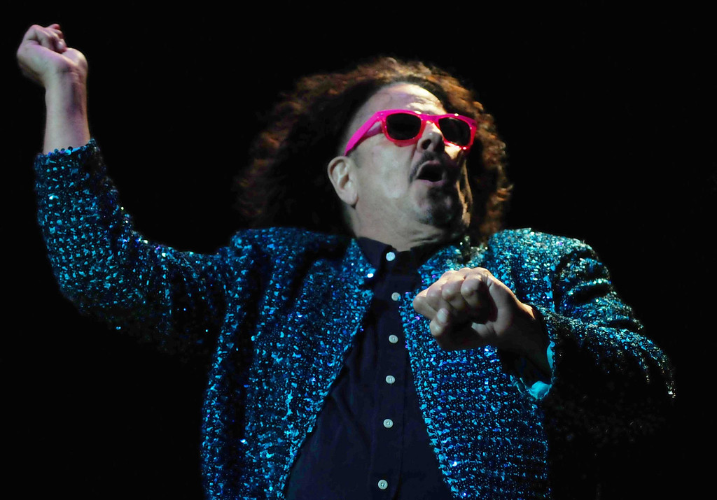 """. Guitarist Mark Volman of The Turtles starts the set with Psy\'s \""""Gangnam Style\""""  wearing a sequined jacket and colorful sunglasses, before turning to The Turtles\' old standards.  (Pioneer Press: Scott Takushi)"""