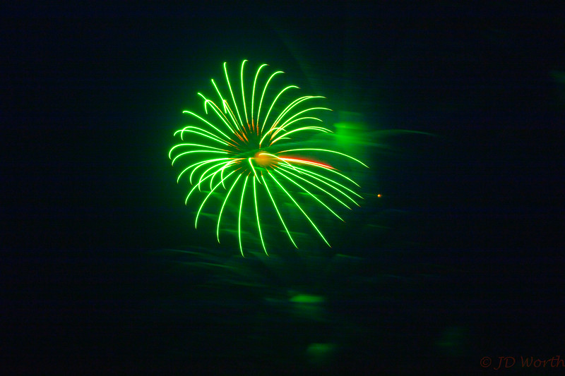 0705-0719 LOW Fireworks -Green Spider with Green Smoke-5385.jpg