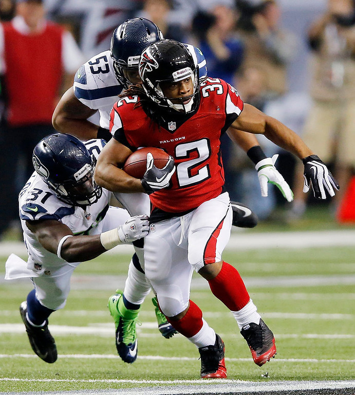. Atlanta Falcons running back Jacquizz Rodgers (32) works against Seattle Seahawks outside linebacker Malcolm Smith (53) and strong safety Kam Chancellor (31) during the second half of an NFC divisional playoff NFL football game Sunday, Jan. 13, 2013, in Atlanta. (AP Photo/John Bazemore)
