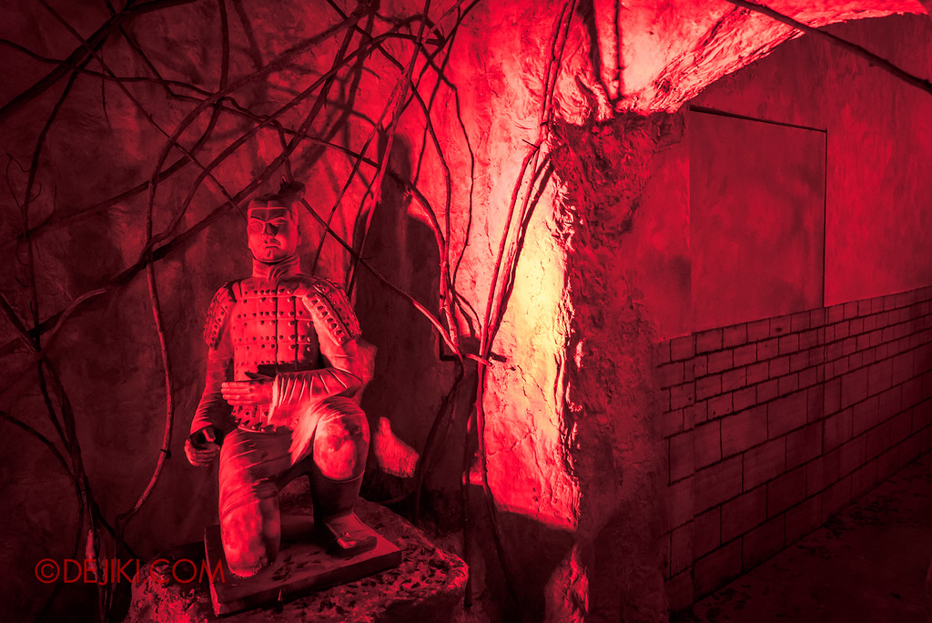 Halloween Horror Nights 7 Review - TERROR-Cotta Empress haunted house / Terracotta Entrance