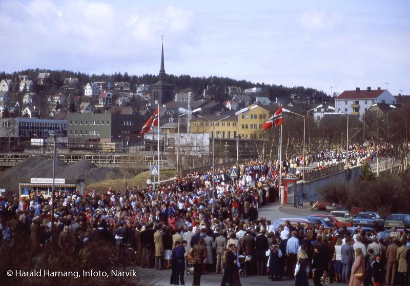 17. mai-tog på torvet i Narvik