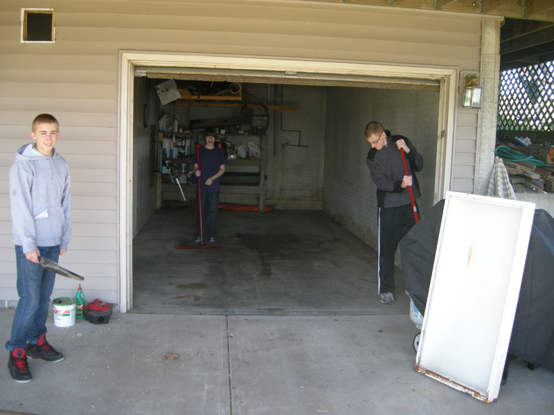 3947_Optimist_Cabin_Cleanup1_800x600.JPG