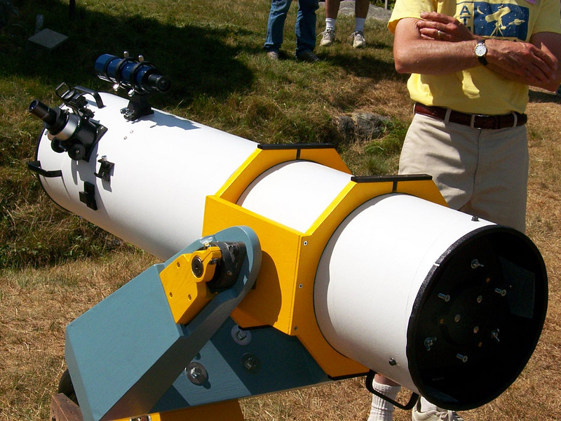 Very nice job on this forked mounted 10 inch f-5 reflector.