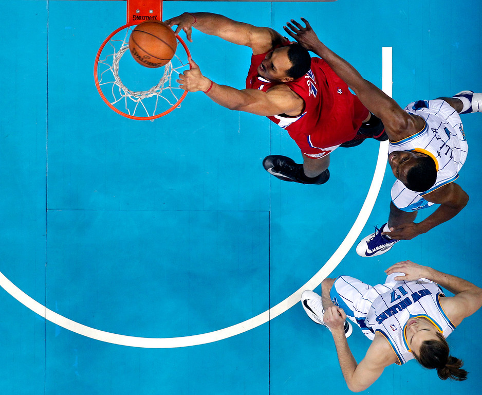 . Los Angeles Clippers center Ryan Hollins (15) dunks in front of New Orleans Hornets forward Darius Miller, top right, and forward Lou Amundson in the second half of an NBA basketball game in New Orleans, Wednesday, March 27, 2013. The Clippers won 105-91. (AP Photo/Gerald Herbert)