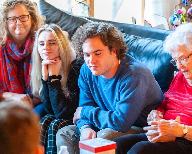 20191221 Sakowski Family Christimas-8331.jpg