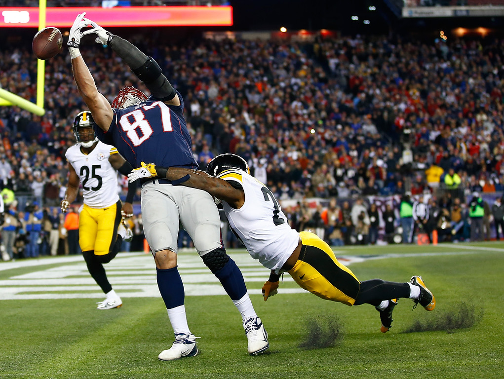 . Rob Gronkowski #87 of the New England Patriots misses catching a touchdown pass in front of Shamarko Thomas #29 of the Pittsburgh Steelers in the second quarter at Gillette Stadium on November 3, 2013 in Foxboro, Massachusetts. Pass interference was called on the play. (Photo by Jared Wickerham/Getty Images)