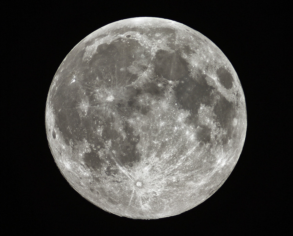 ". A closer, brighter full moon dubbed a ""supermoon\"" is shown around 12:30 a.m. Sunday, June 23, 2013 in this picture made through an amateur astronomer\'s 5-inch refractor telescope near Stedman, N.C.  (AP Photo/The Fayetteville Observer, Johnny Horne)"