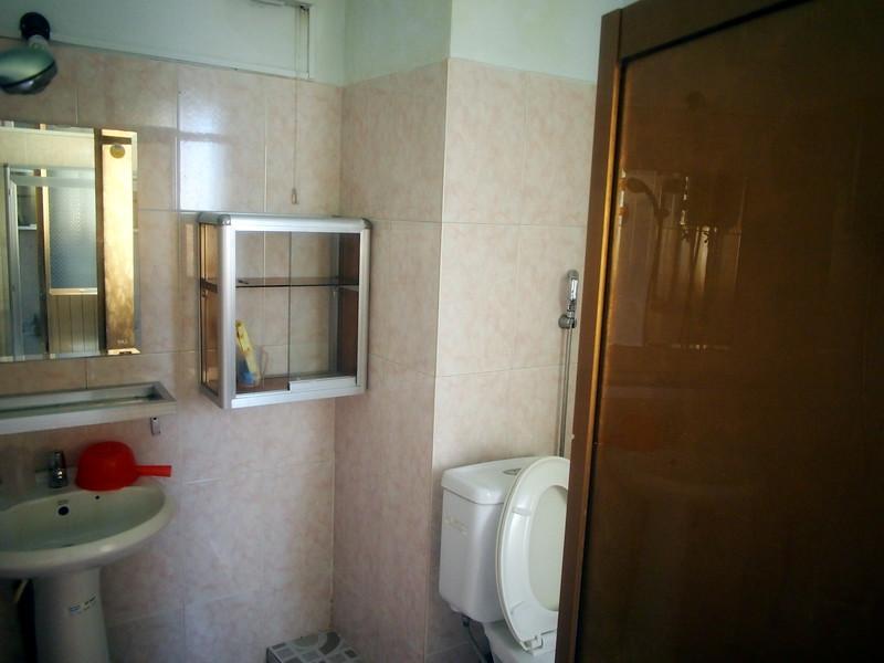 P1307081-hai-hien-bathroom.JPG