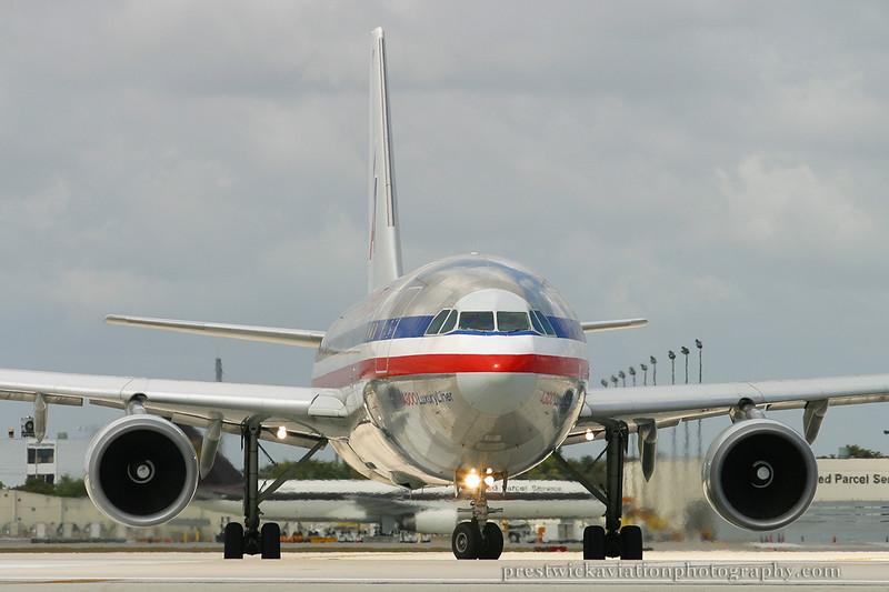 N80057. Airbus A300B4-605R. American. Miami. 030304.
