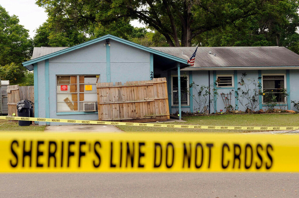 . Police tape surrounds a home where a sinkhole opened up and swallowed a man in Seffner, Florida, March 1, 2013. The 36-year-old Florida man was feared dead on Friday after the sinkhole suddenly opened beneath the bedroom of his suburban Tampa home swallowing him, police and fire officials said.  REUTERS/Brian Blanco