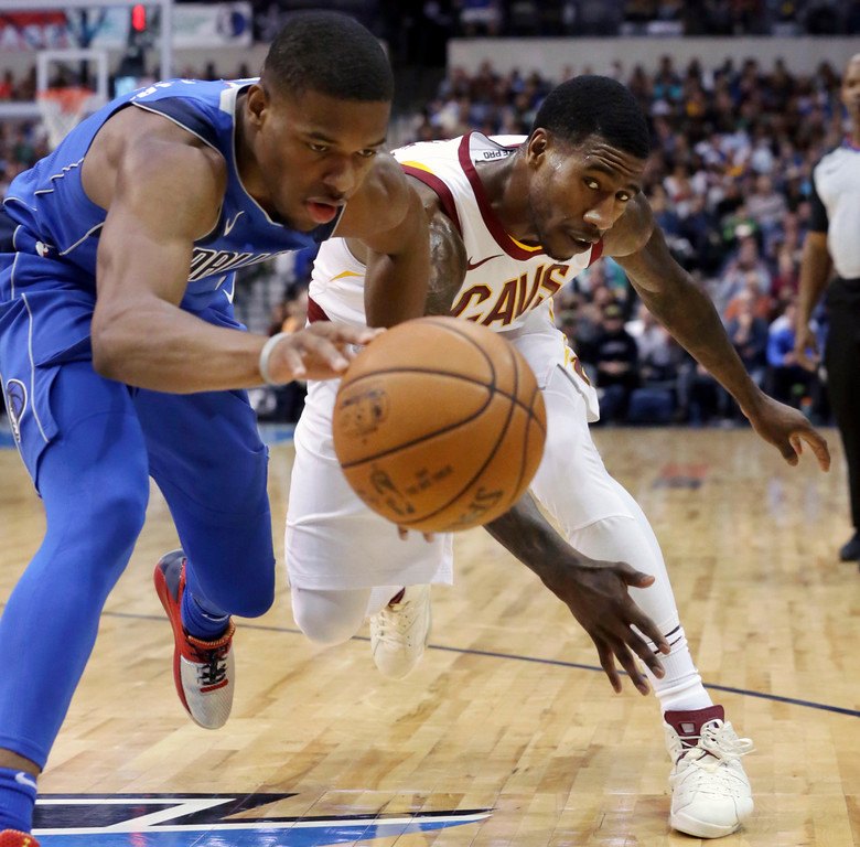 . Cleveland Cavaliers guard Iman Shumpert, right, and Dallas Mavericks guard Dennis Smith Jr. chase the ball during the first half of an NBA basketball game in Dallas, Saturday, Nov. 11, 2017. (AP Photo/LM Otero)