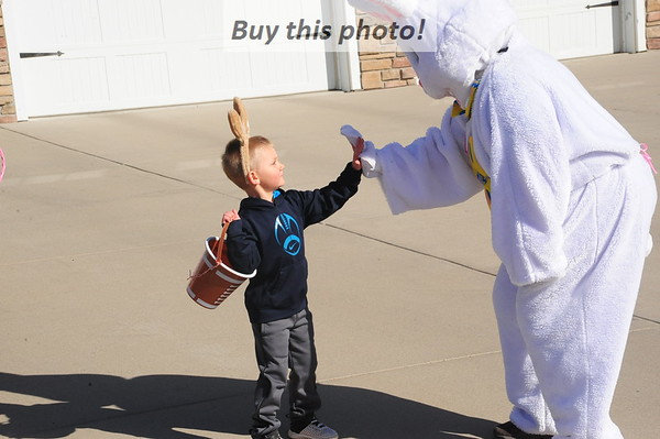 Elrosa welcomes Easter Bunny 04-03