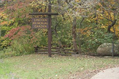 Lincoln Memorial Garden October 2005