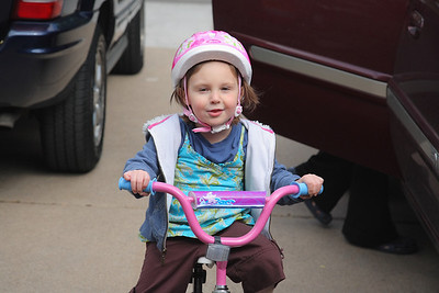 Sadie's 1st Bike 5-9-2009